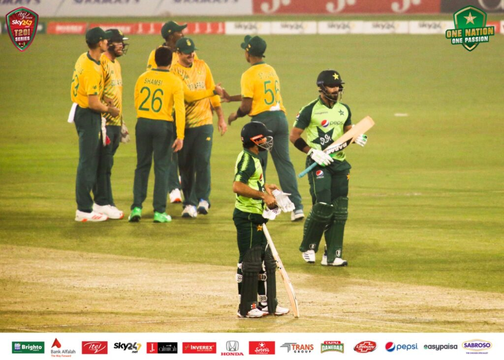 Poor Babar Azam Duped once again as Pakistan lose three wickets 1